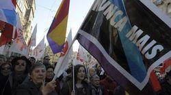Miles de personas marchan contra la sentencia del