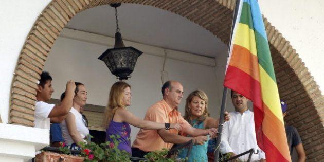 El Ayuntamiento de Lepe, del PP, iza la bandera