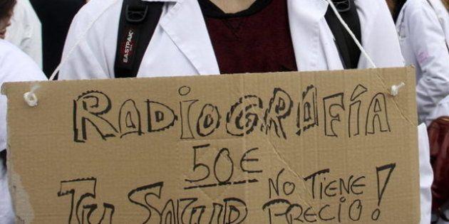 Sanidad censura los carteles con lemas sobre el pago por los servicios sanitarios