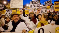 Una marea blanca recorre Madrid en defensa de la sanidad pública