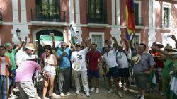 Jornaleros ocupan el palacio de Moratalla con permiso de su