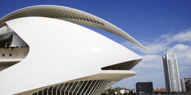 Cierran el Palau de les Arts por desprendimiento de revestimiento de