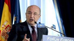 Bruselas reduce el tamaño de los bancos rescatados en un
