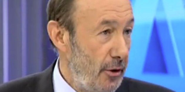 Rubalcaba pide suavizar el rescate tras constatar que la banca necesitará menos de lo