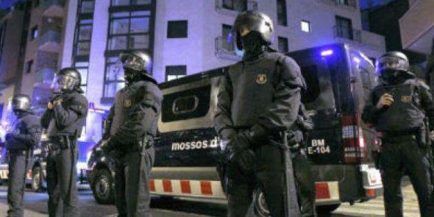 Doscientos jueces reprochan el doble indulto a los mossos condenados por
