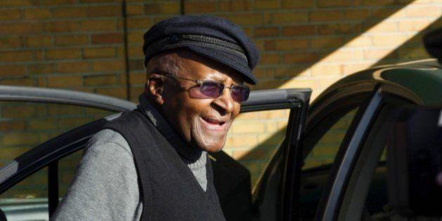El premio Nobel de la paz Desmond Tutu hospitalizado por una
