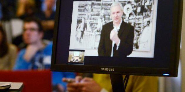 Seis meses después, Assange mantiene su lucha, rodeado de polémica y protegido por