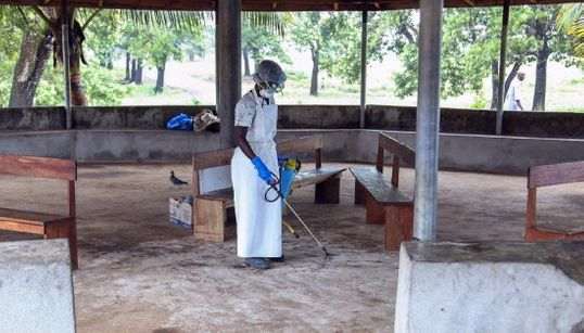 Varios expertos cuestionan por qué no hay vacuna contra el ébola