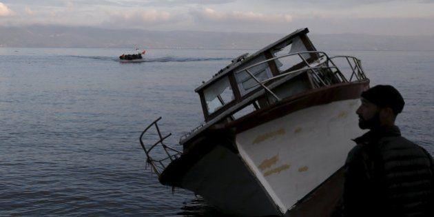 Al menos 14 refugiados mueren al hundirse la barca en la que se dirigían a Grecia desde