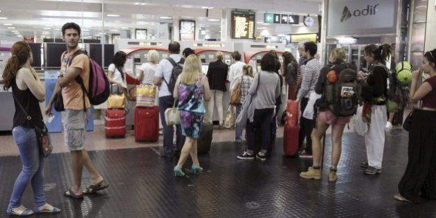 Huelga Renfe y Adif: Los pasajeros se arman de paciencia ante los