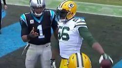 Su rival quiere regalarle el balón a un niño y él reacciona