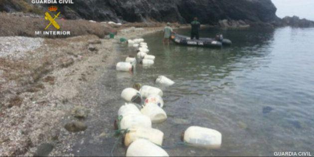 Intervenidos 641 kilos de hachís ocultos en bidones que flotaban en el mar en