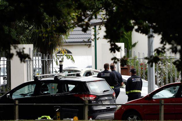 경찰이 30명의 사망자가 발생한 것으로 집계된 알 누르 사원 주변을 통제하고 있다. 뉴질랜드 크라이스트처치, 2019년