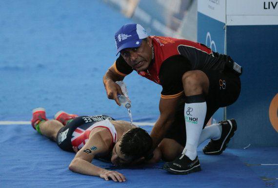 Este dramático desplome da el título mundial de triatlón al español