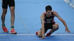 Este dramático desplome en los últimos metros da el título mundial de triatlón al español