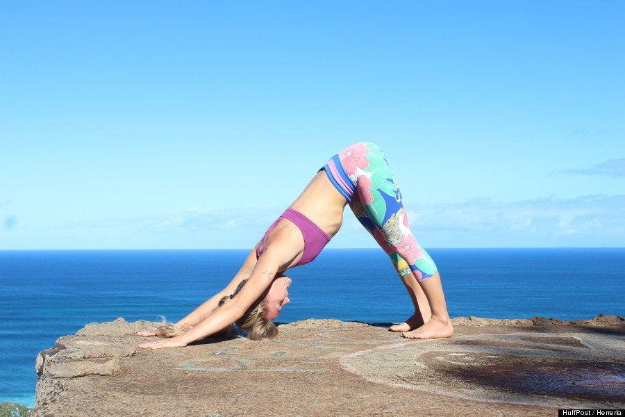 Las 11 posturas básicas de yoga que todos creen saber (pero que pueden estar haciendo