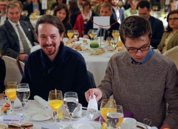 Alberto Fernández, del PP catalán, capta esta curiosa escena entre Iglesias y