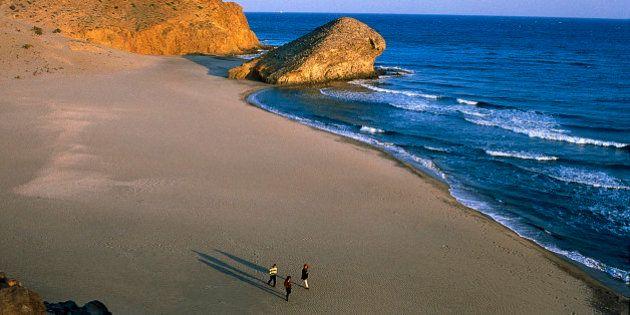 Las mejores playas para...: nueve rincones de España para bañarte según tus gustos