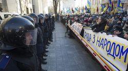 El Gobierno ucraniano supera la moción de censura cercado por las