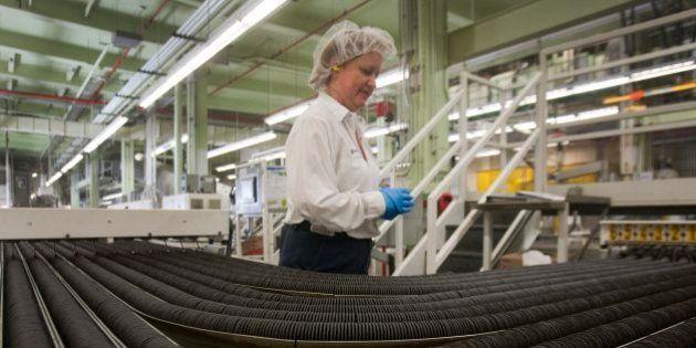 La actividad del sector manufacturero crece por primera vez desde