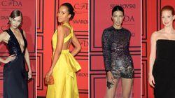 Negro, amarillo y transparencias en la alfombra roja de los 'Oscar de la Moda'