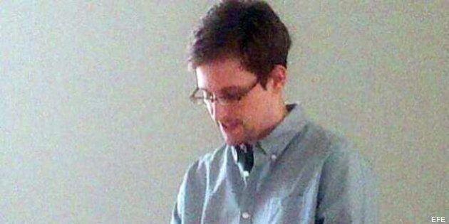 Edward Snowden consigue los documentos para salir del aeropuerto de