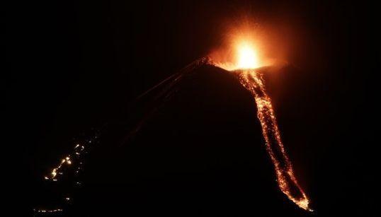 La impresionante erupción de un volcán en Nicaragua después de 110 años