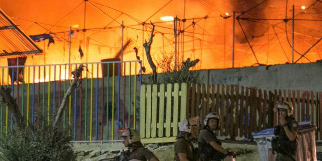Un incendio en el campo de refugiados de Lesbos obliga a evacuar a miles de