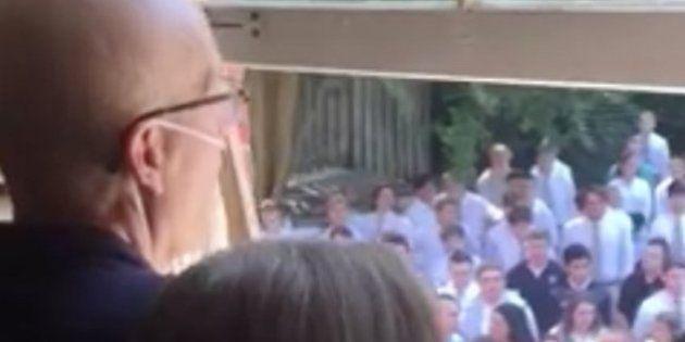 Muere el profesor enfermo de cáncer que recibió este emotivo homenaje de 400