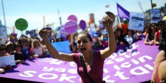 Miles de turcos vuelven a la calle: