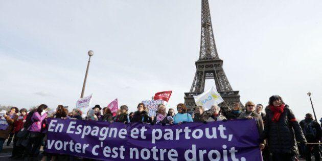 Miles de personas piden en Francia que no se reforme la ley española del