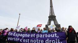 Miles de personas protestan en Francia contra la ley de