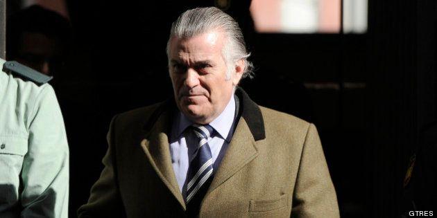 El juez imputa tres nuevos delitos a Bárcenas y su mujer por sus falsas ventas de