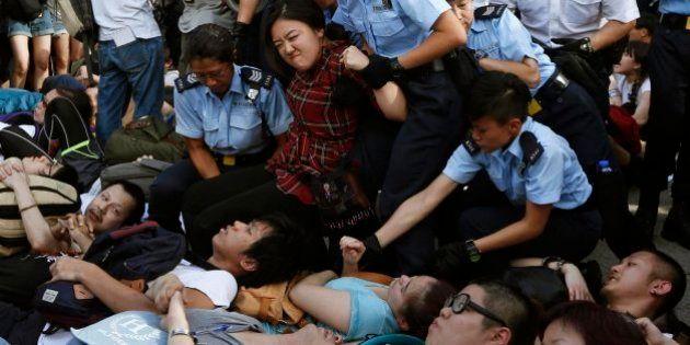 Más de 500 detenidos en una masiva manifestación por la democracia en Hong