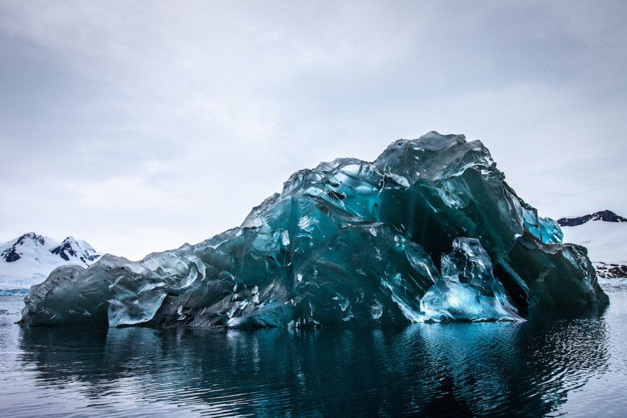 La inquietante belleza de la cara oculta de los icebergs