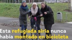 Genial: alemanas enseñan a montar en bici a refugiadas