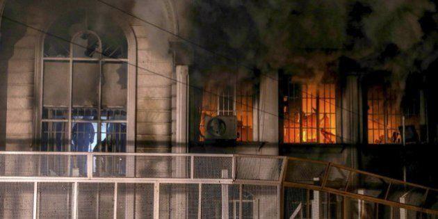 Manifestantes incendian la embajada de Arabia Saudí en Teherán tras la ejecución de un líder