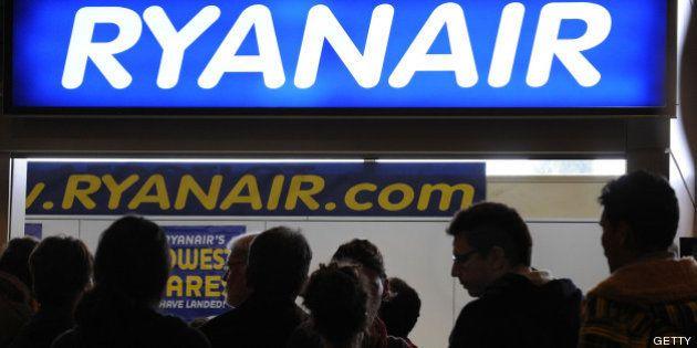 Ryanair desmiente que vaya a cobrar 8 euros por llevar en cabina ensaimadas o tartas de