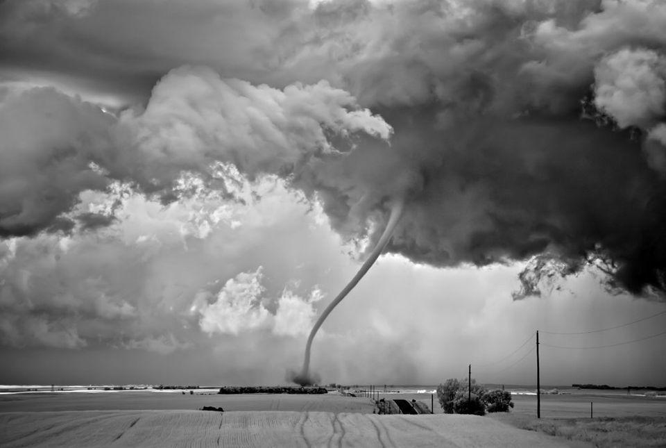 Mitch Dobrowner: retratos en blanco y negro de tormentas