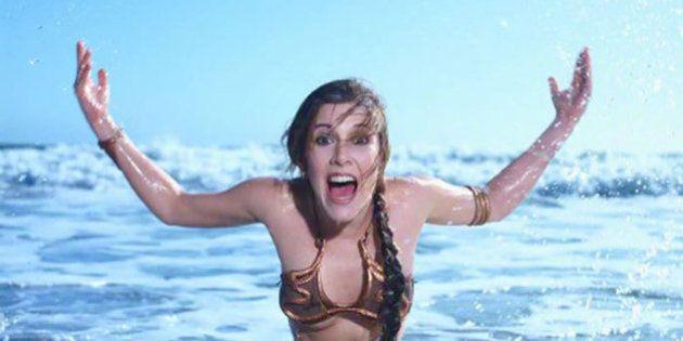 Una sesión de fotos de Carrie Fisher como Leia en la playa arrasa en