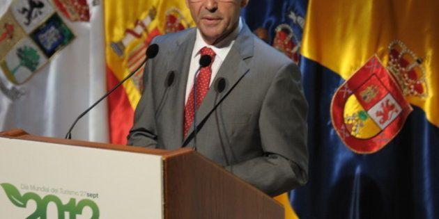 El presidente canario, Paulino Rivero, aboga por restringir los permisos de residencia a
