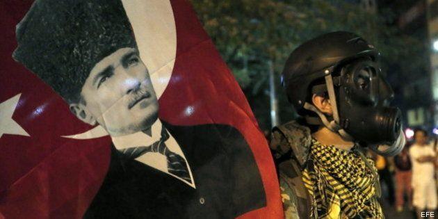 La policía turca detiene a más de 500 manifestantes y los sindicatos convocan una huelga en