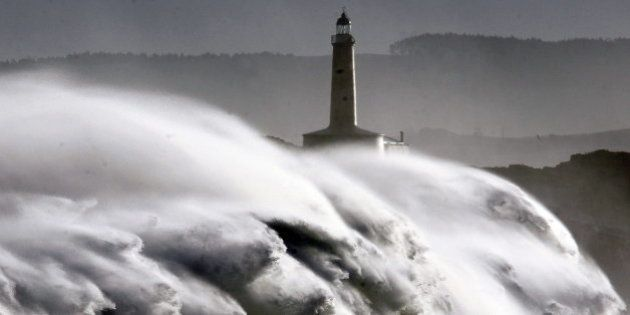 Treinta provincias en alerta por un temporal que deja un desaparecido en