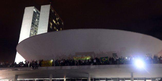 Un grupo de manifestantes ocupa el Congreso de