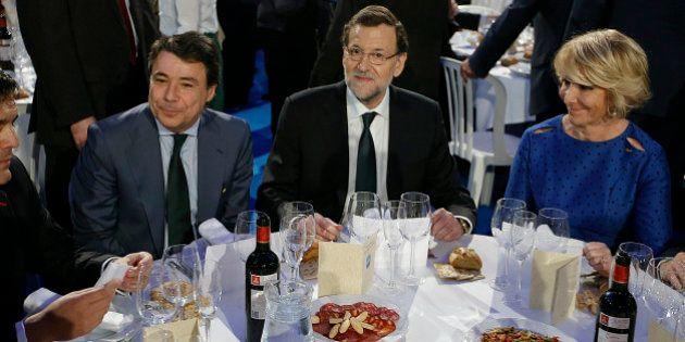 La Nochevieja de los políticos: Rajoy toma las uvas en Pontevedra y Rubalcaba cena en