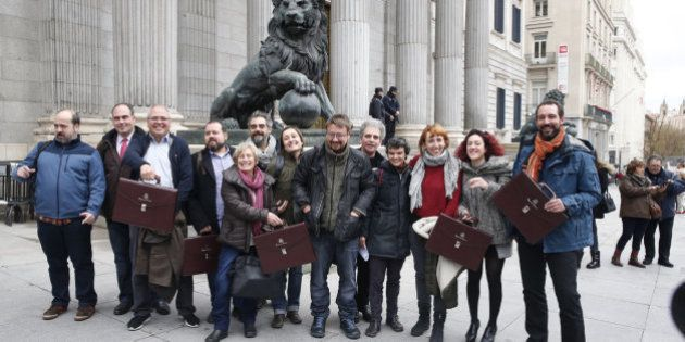 Los diputados de Podemos renuncian a la mayoría de sus privilegios