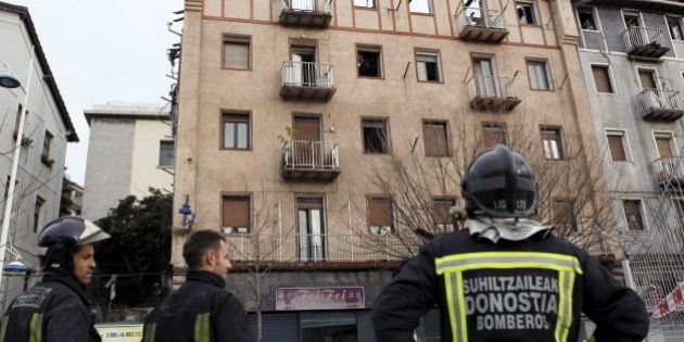 48 viviendas desalojadas por un incendio en Pasaia,