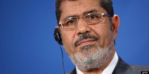 Un tribunal condena a Morsi a 15 días de prisión por homicidio y colaboración con