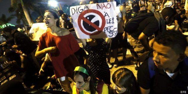 Un joven fallece durante la última noche de manifestaciones masivas en Brasil
