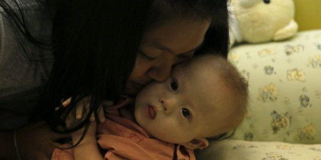 Una pareja australiana, acusada de abandonar a un bebé con síndrome de Down de madre de